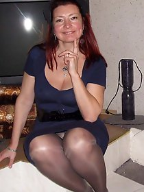 Posh older milf getting pleasured on cam
