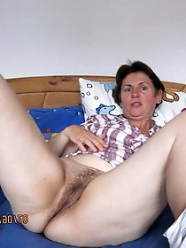 Aroused tart playing with her holes