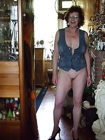 Filthy aged girlfriend posing undressed