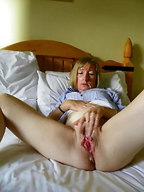 58yo UK Granny posing nude for the net