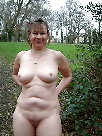 Sensual older gilfs posing fully nude on camera