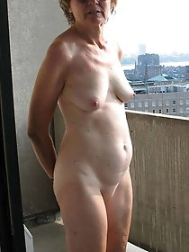 Mature mommies getting undressed on photo