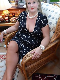 Mad mature milf getting naked on picture