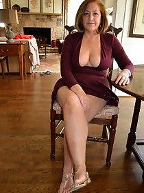 Prurient experienced woman posing fully undressed