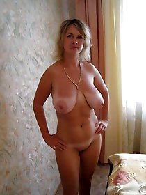 Mature cougar exposing her hot curves